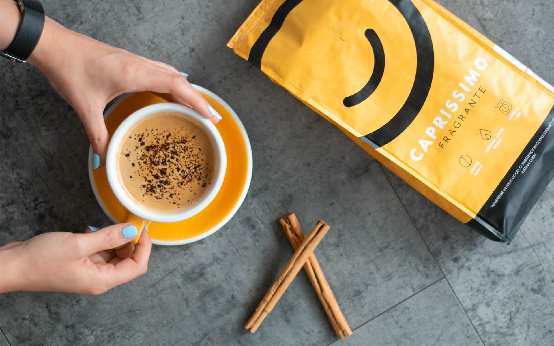 Schwarzer-Kaffee-mit-Zimt
