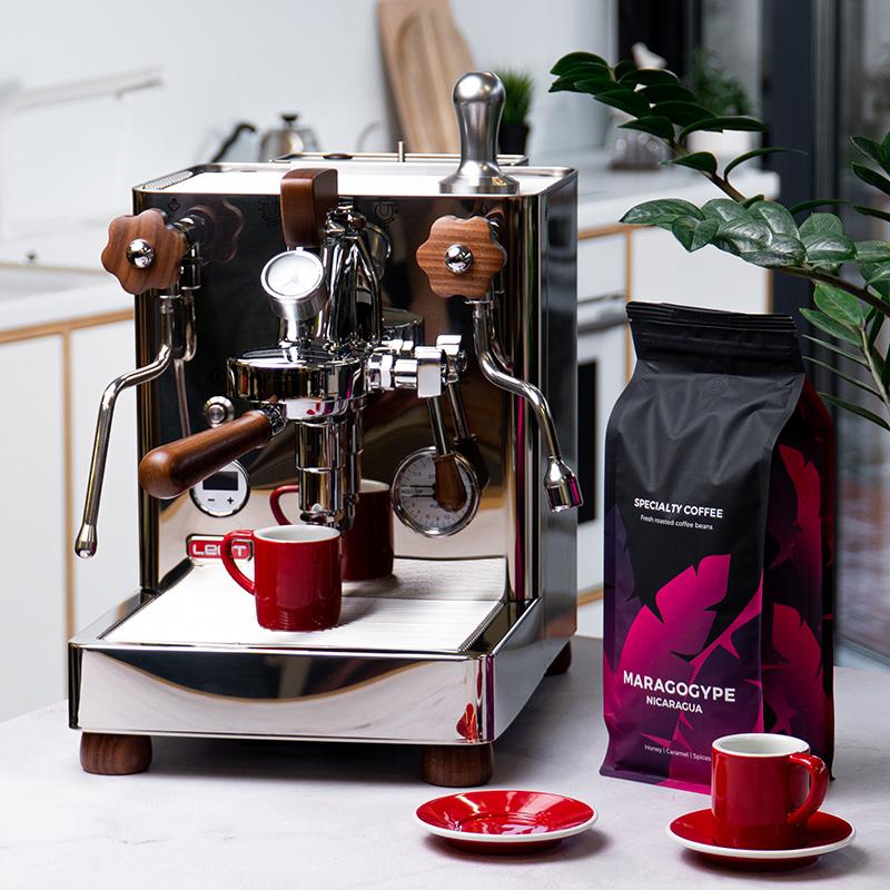 Halbautomatische Kaffeemaschine